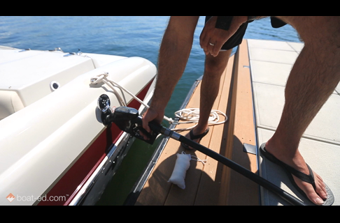 How to Safely Fuel a Boat